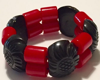 Bakelite Stretch Cuff Bracelet Carved Black and Red beads