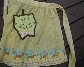 Farmhouse Apron and Pot Holder - Yellow Cats and Dogs - Cute