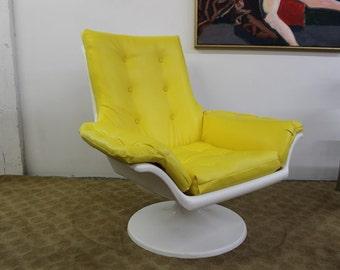 Mid Century Modern, vintage Resin / Plastic lounge chair