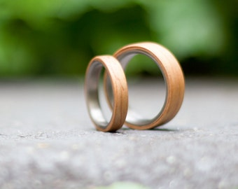 Set of two titanium and bentwood wedding bands. Unique and natural jewelry rings. Water resistant and hypoallergenic. (00502_4N7N)