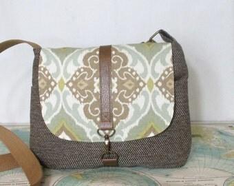 San Clemente -- Crossbody messenger bag // Adjustable strap// Travel purse // Vegan // Ikat // Summer purse // Southwestern // Ready to ship