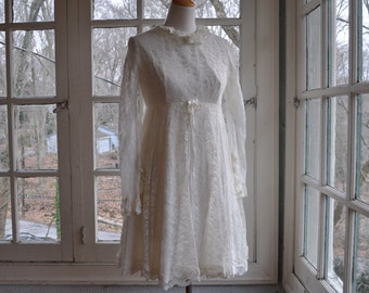 Mod Baby Doll Dress/Vintage 1960s/White Lace Mini Dress/Frothy Party Dress/Ruffled Collar and Wrists/Size Small