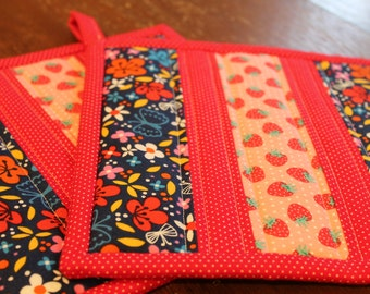 Quilted Potholder Set, Strawberries and Flowers, Fabric Hot pad, pot holder, gift, trivet, potholders, butterflies, red, pink, navy, yellow