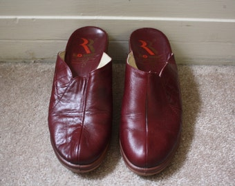 90s Clogs // 80s Romika Leather Slip On Maroon Heeled Wooden Clogs Slides // Womens 7.5 US