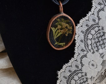 Queen Ann's Lace in Oval... FREE SHIPPING