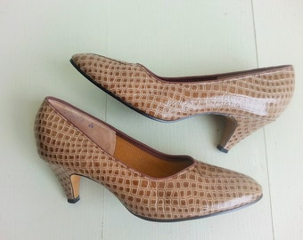 SALE Vintage pumps, 1960s pumps, alligator pumps, heels, size 7