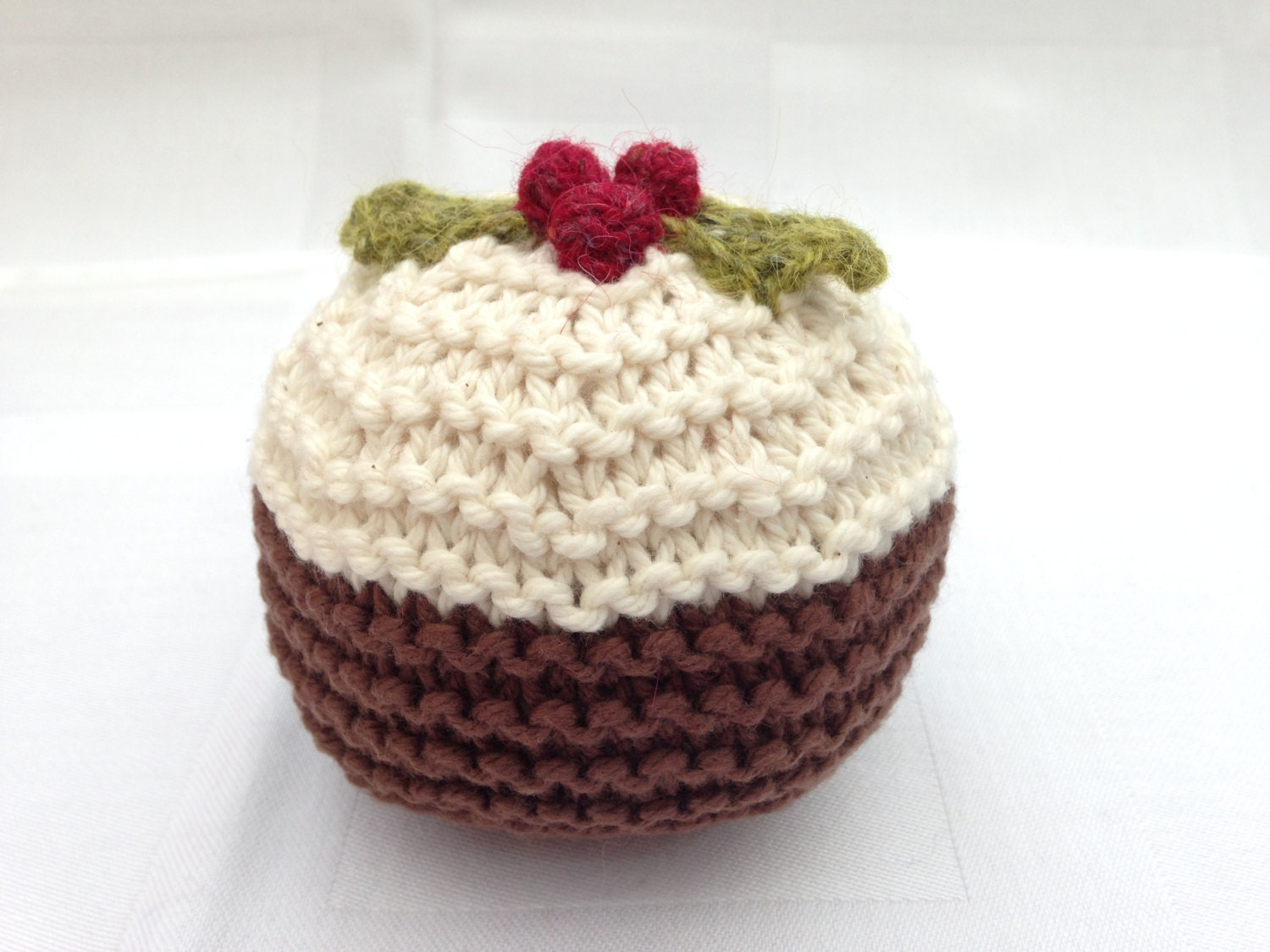 Knitted Christmas Pudding Pattern Free : Christmas Pudding knitting pattern by LouiseNewtonDesigns on Etsy