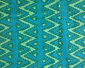 Soft Cotton Fabric Remnant / Green and Lime Soft Cotton Fabric / Lime and Green Wave Pattern Fabric Remnant
