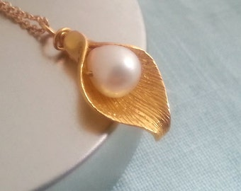Calla Lily Necklace ,Pearl, Wedding Gift, Birthday Gift, Gold Calla Lily, Birthstone Necklace, Christmas Gift
