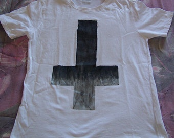 NEW Men's Inverted Cross White T-Shirt Size MEDIUM Only Black Gray Silver Ink