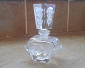 Clear glass etched perfume bottle nice shape pretty top sweet heart gift