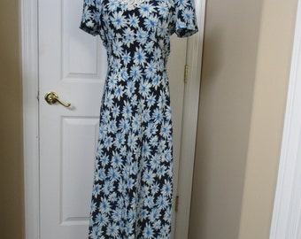 Vtg dress by Jody of California flowered dress size 9 white lace on front empire style white/blue flowered vintage dress waist 34""