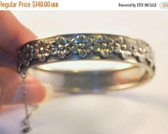 ON SALE Antique Sterling Silver Art Deco Daisy Bracelet - Beautiful Floral Design
