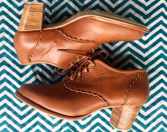 SALE. Sz. 10.5. LACE. Leather oxford shoes / oxford shoes women / leather oxfords women / leather booties / womens oxfords / oxfords heels