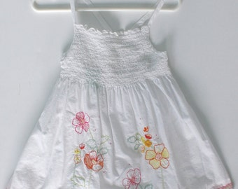 OSHKOSH Sundress . Vintage Girls White Floral Embroidery Summer Sun Dress . Blouse Top . Shirred Bodice . Size Girls 6