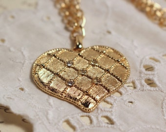 Avon Gold Tone Quilted Fashion Heart necklace - Vintage 1987