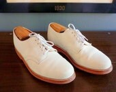 """FANTASTIC Vintage British Walkers """"Dirty"""" Bucks / White Bucks with Red Brick VIBRAM Soles 9 1/2 D.  Made in USA."""