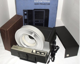 Vintage Keystone K-660 Targetronic 35mm Film Slide Projector In Box & 100 Slide Tray. Serviced with good Bulb