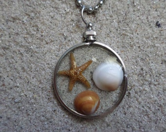 large resin necklace w. shells