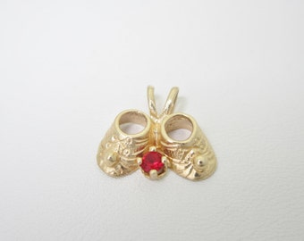 Mothers 14K Solid Gold Ruby BABY SHOES PENDANT PN66  July Birthstone
