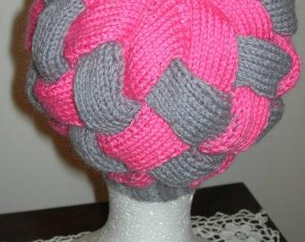 """Bonnet entrelacs """"LIZZA"""" tricoté main - création Misty Tuss Tricote"""