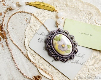 Upcycled vintage cameo necklace / Flower cameo necklace / cameo necklace / upcycled necklace / upcycled jewelry / feather necklace