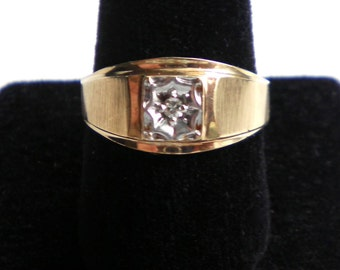 FREE U.S. SHIPPING*  Solid 10K Yellow and White Gold Classic Diamond Solitaire Vintage Ring  4 grams