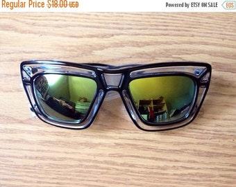 LOVE U SALE Deadstock bug eye lens clear Frame Sun Glasses