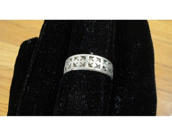 1990s Vintage Silver Tone Cross Pattern Band Ring