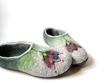 Felt wool slippers - Tulips art slippers - Felted slippers -  Green women slippers - Gift for mom - Eco house shoes - to order