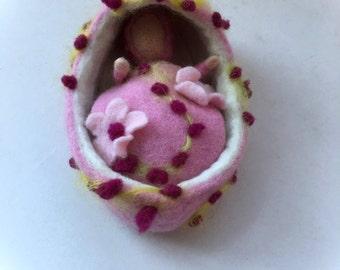 Cradle with baby. Baby basket,Bett. Hand-felted.Waldorf.