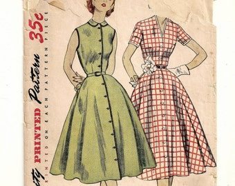 """A Full Skirted, Sleeveless or Short Sleeve, Front Button New Look Style Dress Pattern for Women: Retro Size 18, Bust 36"""" • Simplicity 3851"""