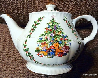 Vintage Schmid Christmas Tree patterned musical Teapot (unused condition) hand crafted in England