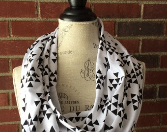 SALE-READY2SHIP- black and white triangle infinity scarf, Fall scarf, circle scarf, teacher gift, loop scarf
