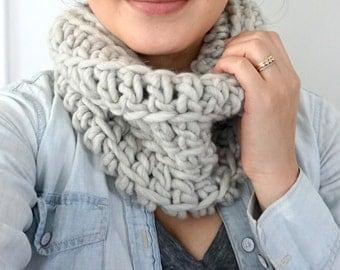 OLIVIA Chunky Wool Cowl / Earl Grey Mist