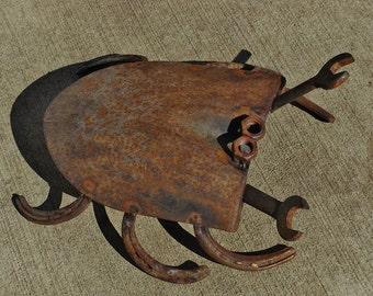 Rusted shovel crab welded garden art.