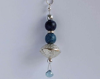 Long necklace with pendant dark blue