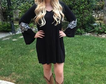 Plus size dress, Womens Plus Size, Dresses, Ethnic Clothing, Tunic, Dress, Plus Sizes, Bell sleeve Dress, Black and White, S M L XL 2X 3X
