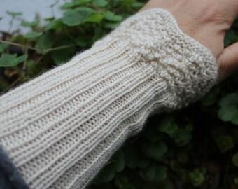 Knitted warmers from feinerYak/silk, wool white