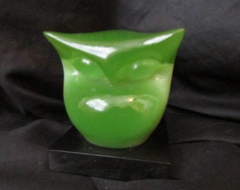vintage 60's Stylized sleek LUCITE Jade GREEN OWL Figurine Paperweight made in Japan for Wony Ltd Italy collectible owls 5B
