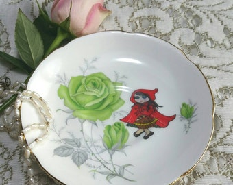 Decorative Wall Plate with original little red riding hood illustration. Bone china vintage upcycled side plate. Wall art. PP045
