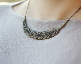 Feather Pendant Necklace, Bronze Necklace,Short Necklace, Feather Jewelry, Minimalistic Necklace, Everyday Necklace, Bronze Jewelry,Feather