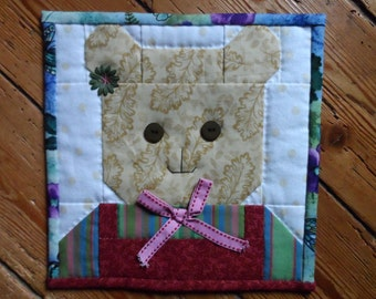 Little Bear quilt : 100% Hand sewn wall hanging