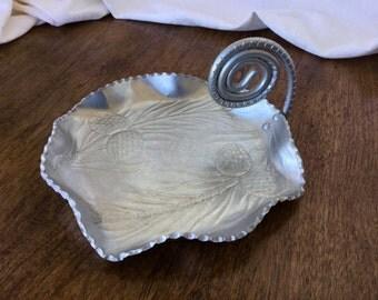 Aluminum serving dish, coil handle