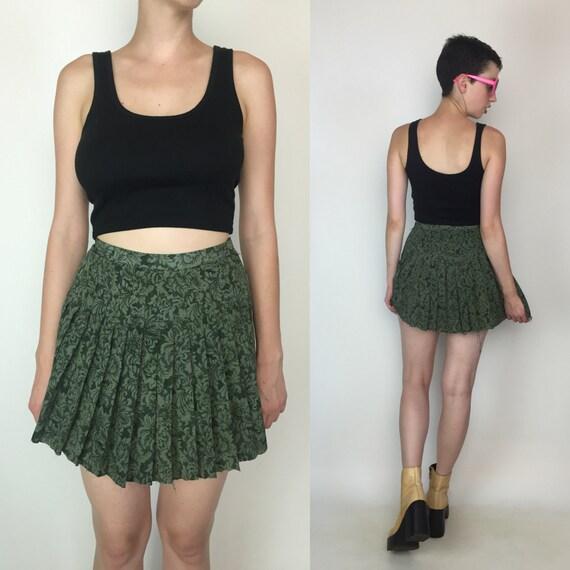 90's Floral Pleated Mini Skirt Size 3/4 - Green Printed Tennis Skirt - Small High Waist Frayed Edge Schoolgirl Athletic Sporty Miniskirt