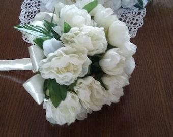 bouquet bride bridesmaid ivory