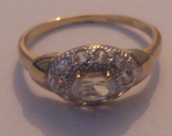 Vintage 9ct gold and Cubic zirconia ring