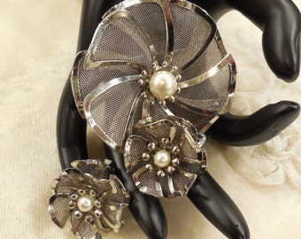 Vintage Signed Bed Mesh Flower Faux Pearl Brooch and Earrings
