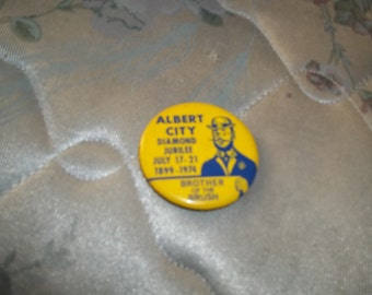 Nice vintage Albert City Iowa Diamond Jubilee 1899-1974 Brother of the Brush buttons/pinback
