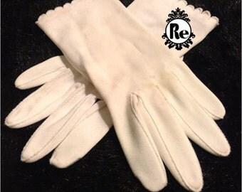 Vintage Ladies Gloves White with Scalloped Edge Detail around Cuff  No. 32